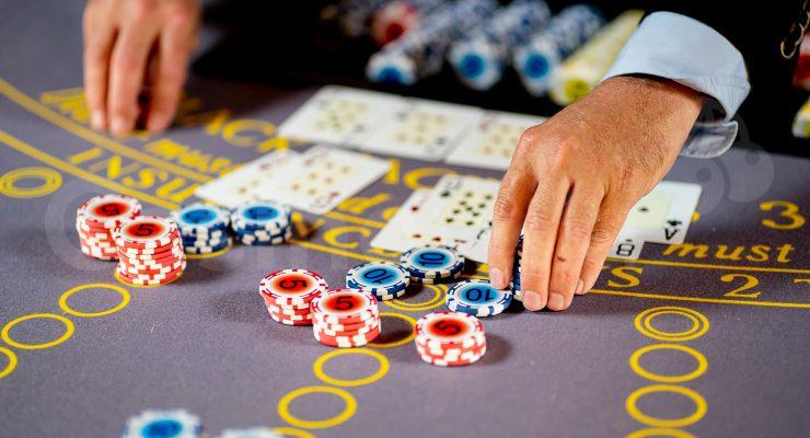 Hoe vergroot ik mijn kansen om te winnen met blackjack
