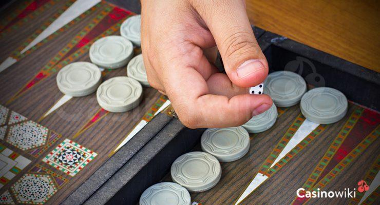 Binnen halenvan stenen bij backgammon
