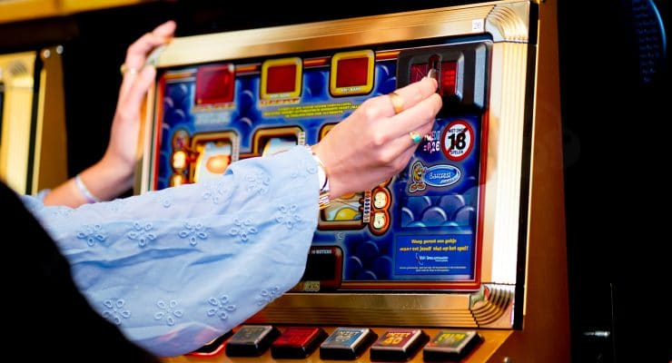Hoeveel geld stop je in een gokkast